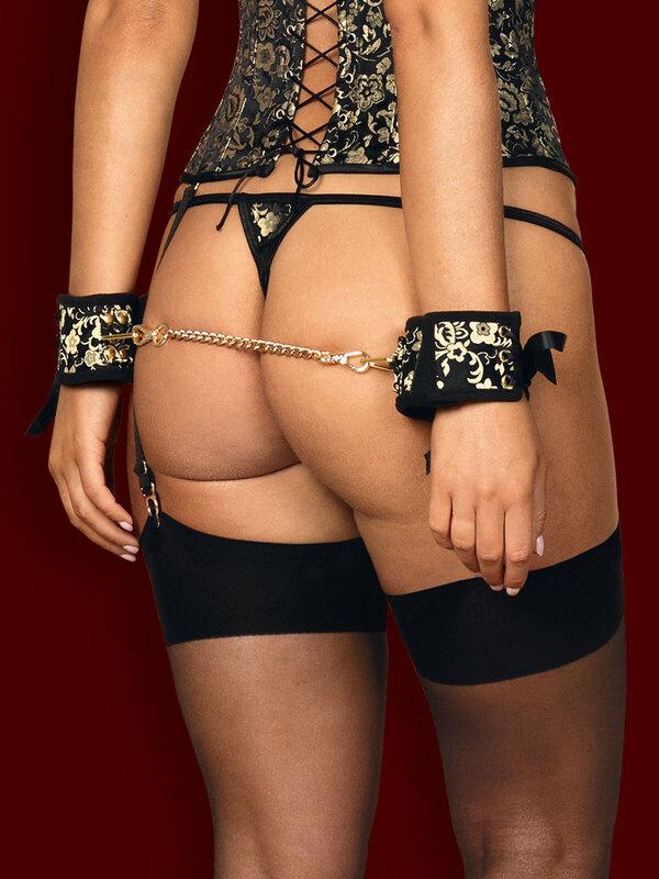 Catuse Obsessive Shelle cuffs